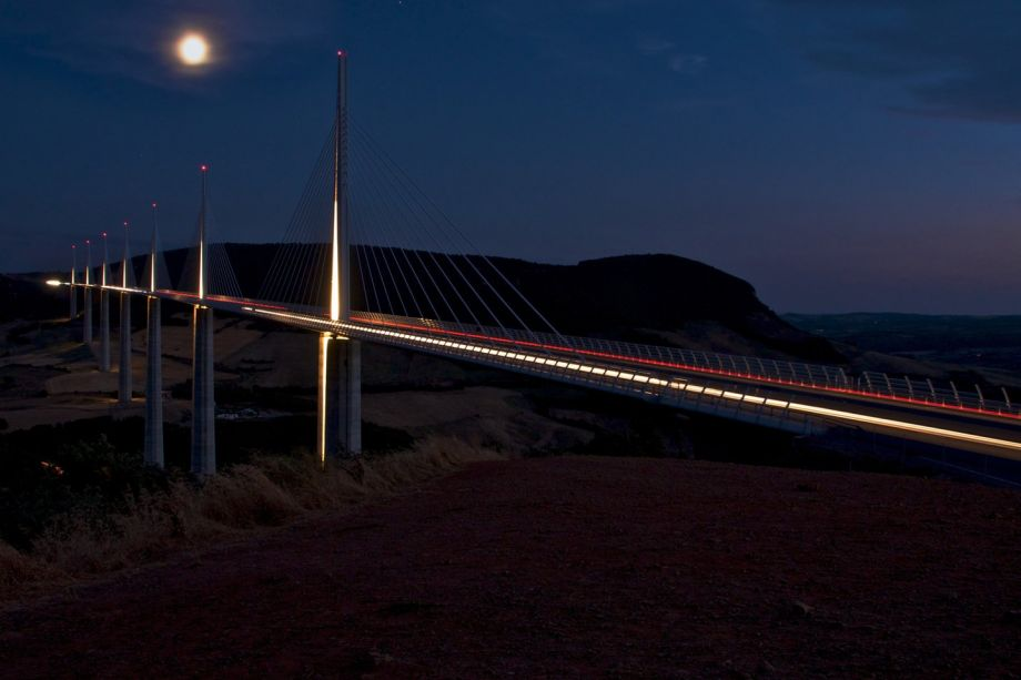 Millau Norman Foster night photo